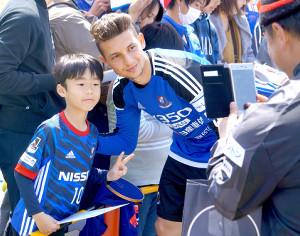 「日本のサポーターは美しくて、温かくて情熱がある」と語った横浜Mのバブンスキー