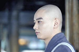 「頭の形は自信あります」。毎朝、メイクが3人掛かりでそり続けた頭で撮影に臨んだ染谷将太