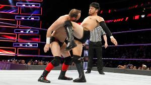 コリン・デェラニー(左)を破ったヒデオ・イタミ(C)2017 WWE, Inc. All Rights Reserved.