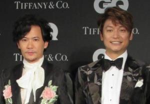 稲垣吾郎(左)と香取慎吾