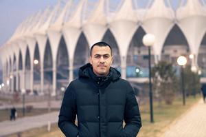 ブニョドコル・スタジアムを訪問したムサエフ