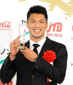 殊勲賞を受賞して笑顔の村田諒太