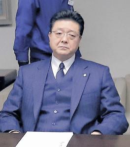 伊勢ケ浜親方は理事会で厳しい表情を見せる