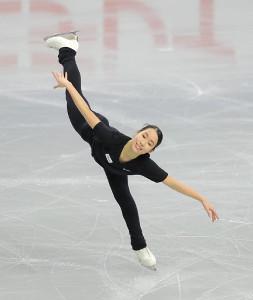 公式練習で調整する三原舞依(カメラ・酒井 悠一)