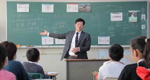 川崎市内の小学校で夢先生として授業を行った巨人・池田