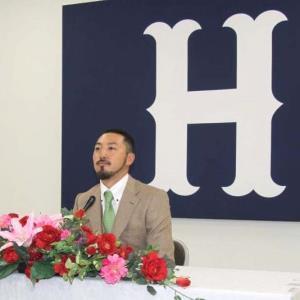 マツダの球団事務所で契約更改を行った広島・菊池