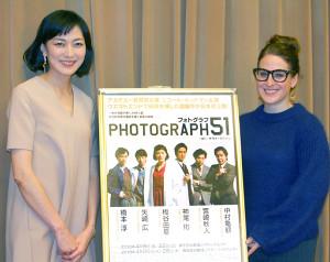 初主演舞台の製作発表を行った板谷由夏(左)と演出のサラナ・ラパイン氏