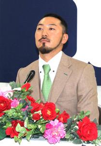 2億円突破ならず、会見で硬い表情の菊池(カメラ・原島 海)
