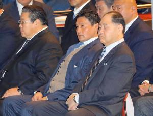 暴力問題再発防止研修会に参加した貴乃花親方(右から2人目)と尾車親方