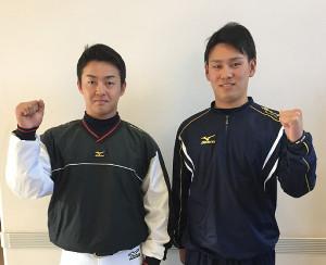 来季へ向け気合を入れる中大・吉田主将(左)と投手キャプテンの伊藤