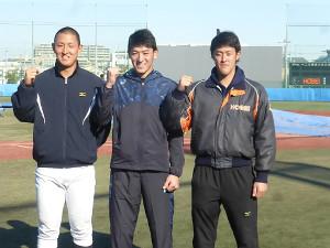 来年の飛躍を誓った法大の(左から)中山翔太、向山基生、菅野秀哉