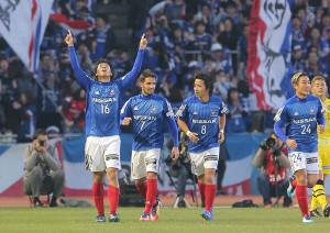 後半24分、横浜M・伊藤が同点ゴール(16)を決める