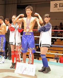 4回TKOでスーパーバンタム級の全日本新人王に輝いた下町俊貴は大会のMVPにも輝いた