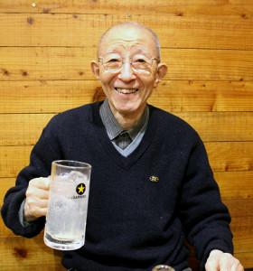 「レモンサワー発祥の店」といわれる東京・上目黒の「もつ焼き ばん」の小杉正さん