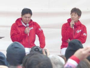 広島競輪場でトークショーを行った会沢(左)と一岡