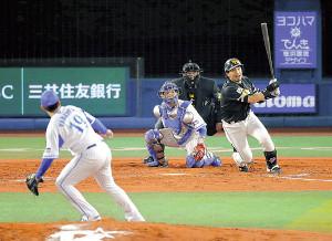 今秋の日本シリーズを争ったソフトバンク松田、DeNA山崎康―嶺井のバッテリーは全て亜大OBだ