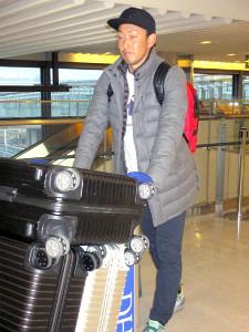 Dバックス入りが決まり、成田空港に到着した平野