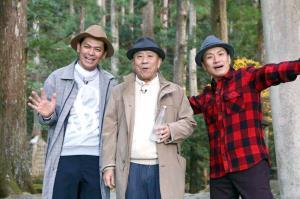 カンテレ年末特番で和歌山の旅を楽しんだ(左から)岡田圭右、桂ざこば、増田英彦