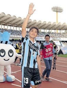昨年の5月、2ゴールの活躍を見せた川崎・大久保は、サポーターの声援に手を振って応えた