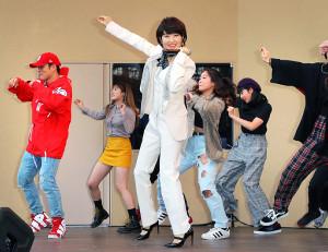 「ダンシング・ヒーロー」で再ブレークした荻野目洋子(中央)