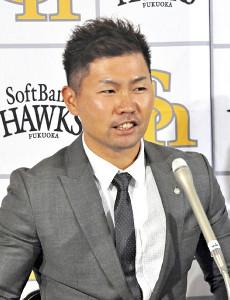 契約更改後の記者会見で、3年連続の全試合出場を誓った中村晃