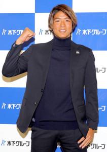 日本に帰国し取材に応じたサーフィンの五十嵐カノア