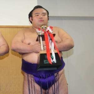 九州場所で殊勲賞を受賞した貴景勝