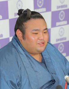 初場所番付発表記者会見で時折、笑顔を見せた貴景勝(カメラ・能登谷 博明)