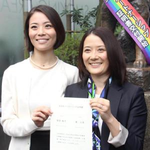 元宝塚女優の東小雪さん(左)と増原裕子さん