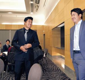 約4年ぶりの対面で、話に花を咲かせた菅野(右)と松山