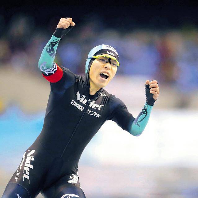 男子500メートルで優勝した長谷川翼