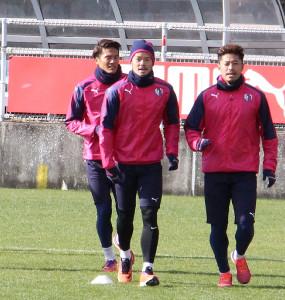 天皇杯決勝に向けて練習を再開したC大阪MF山口蛍(中央)