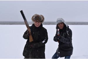 「笑ってコラえて」でダーツの旅に挑戦した所ジョージ(左)と明石家さんま