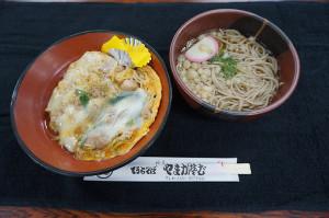 藤井聡太四段が2017年最終対局で注文した昼食と同じ、親子丼と温そばのセット