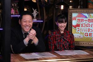リポーターの体を張ったロケVTRを笑顔で楽しむ芦田愛菜と東野幸治