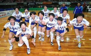 優勝して喜ぶ大阪北の選手たち