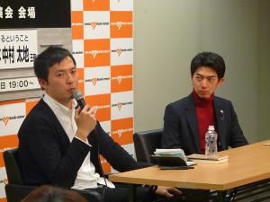 中村太地王座(右)とトークを展開するスポーツ報知将棋担当・北野新太記者