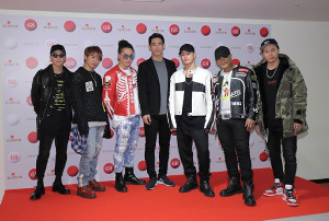三代目 J Soul Brothers(左から)岩田剛典、NAOTO、登坂広臣、小林直己、今市隆二、ELLY、山下健二郎