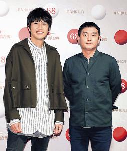意気込みを語ったゆずの北川悠仁(左)と岩沢厚治