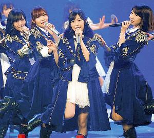 リハーサルで音合わせするAKB48(左から)山本彩、指原莉乃、渡辺麻友、柏木由紀(カメラ・小泉 洋樹)