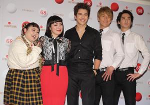 リハーサルに登場した(左から)渡辺直美、ブルゾンちえみ、オースティン・マホーン、with B