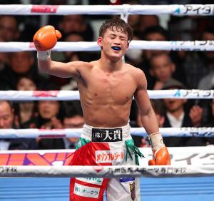 カルロス・ブイトラゴにTKO勝ちした京口紘人