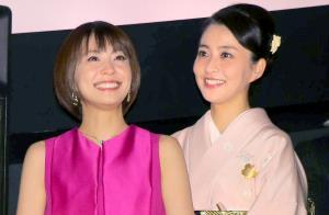 小林麻耶(左)と麻央さん