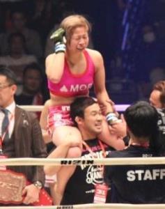 RENAに勝利し、初代女王に輝いた浅倉カンナ