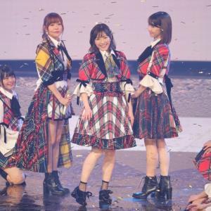 AKB48紅白SPメドレーを熱唱した渡辺麻友(中央)