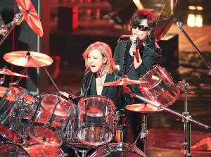 「紅白」でドラムプレーを解禁したX JAPANのYOSHIKI