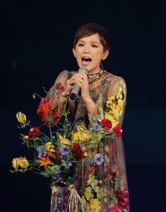 テレビ復帰で「愛をこめて花束」を熱唱したSuperfly