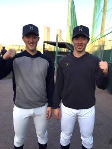 春季リーグ戦での共闘を誓ったエース右腕の菅野(左)と森田