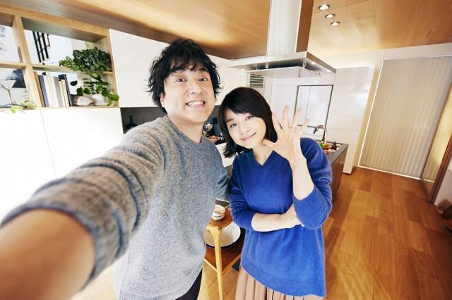 パナソニック・エコソリューションズのCMで夫婦役を演じるムロツヨシ、石田ゆり子