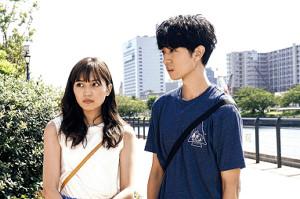 Amazonプライムのドラマ「しろときいろ」で川口春奈の恋人を演じた薬丸